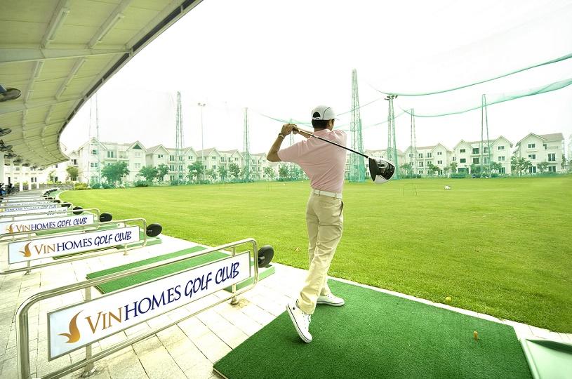 choi-golf-trong-vinhome-long-bien